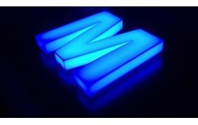 Litere volumetrice luminoase